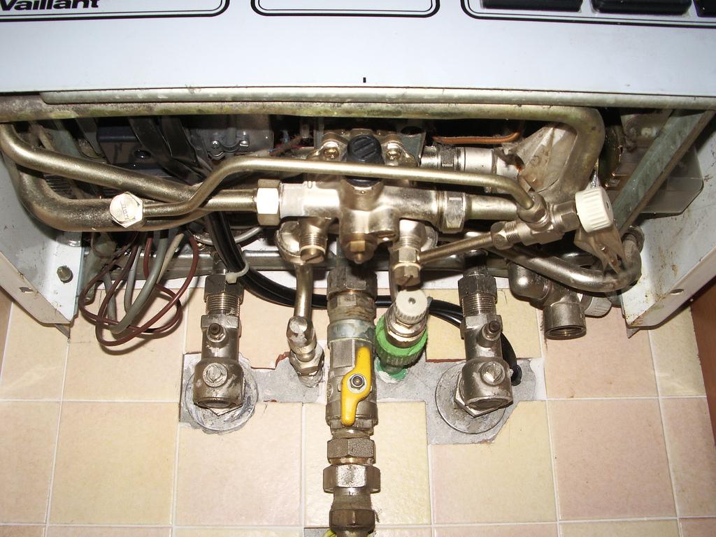 Vaillant tecnoblock vcw it 240 xe non accende con acqua - Caldaia acqua calda arriva in ritardo ...