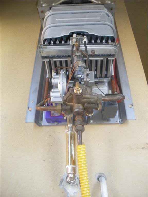 Problema scaldino a gas forum tecnici manutentori di caldaie - Scaldabagno elettrico non si accende ...