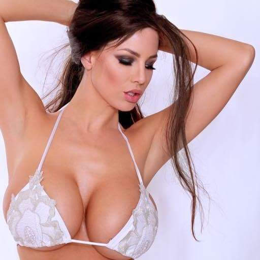 Lucy Pinder sesso videostretto fica pic